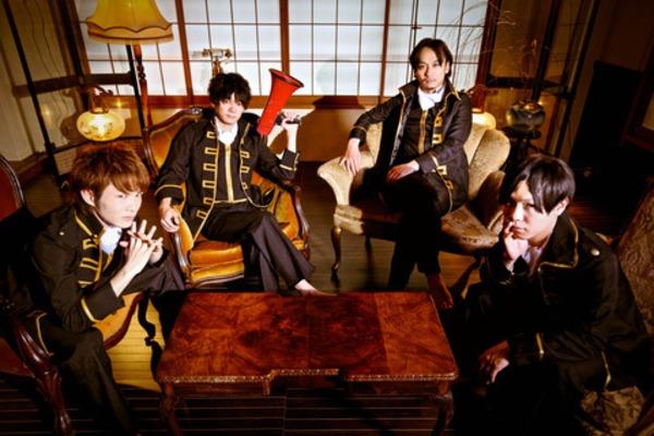 四人組ツインタッピングロックバンド【QOOLAND】