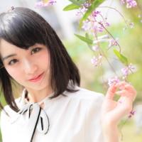 伊藤桃 マルチタレントでありながら卓越した歌声を持つ鉄道アイドル