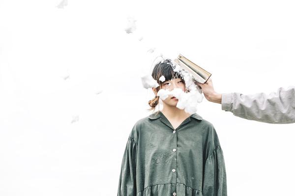 尾崎リノ 言葉を紡いで描く、瑞々しい感性と繊細なストーリー