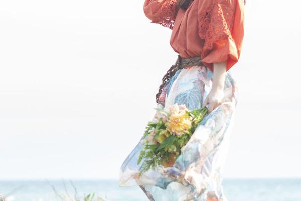 飯田舞 ハスキーでエモーショナルな歌声が綴る情景とストーリー