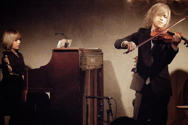 AIOLIN ヒカリト、唯一無二の単独アコースティック公演開催!正統派ヴァイオリンリサイタル様式から歌唱まで圧巻のステージ