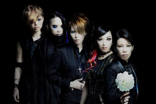 ラウドさと美しさを合わせ持つ女性ヴィジュアル系バンド【exist†trace(イグジスト・トレイス)】