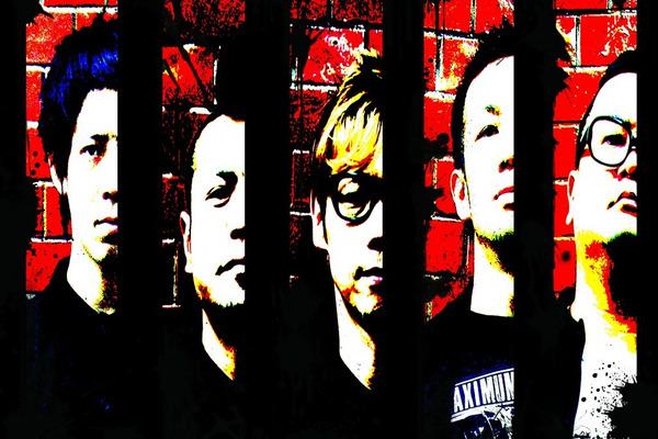 ヒダカトオルが素顔で熱唱するバンド、THE STARBEMSがギアを一段上げてきた。