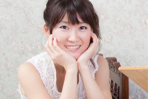 潮崎ひろの ノスタルジックな声とトイピアノで心を優しく照らす