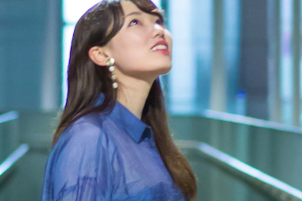 MoeKo その優しく透明な歌声には、感情が憑依する