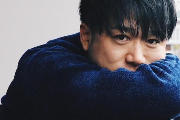 松藤量平 ふくよかかつ透き通る歌声で心を温めるシンガーソングライター