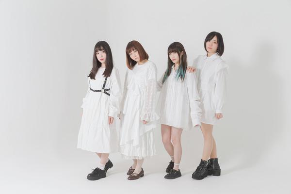 """作者Q  """"明日を綴る""""4人組アイドルグループ"""