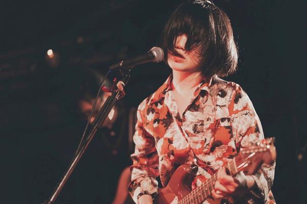藤林里佳 ━━ 鋭い衝動を歌に変えて描き出す、若き歌謡ロックシンガー