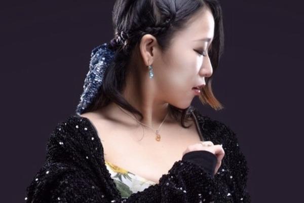 世手子 エモーショナルな旋律と歌声で魅了する実力派シンガーソングライター