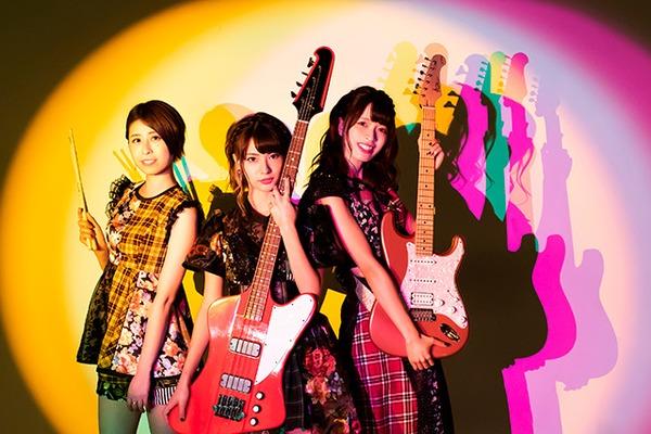 凸凹凸凹(ルリロリ) ━━「アイドル」でもあり「バンド」でもある!?2つの個性で邦楽シーンを突き進む注目グループの魅力に迫る!