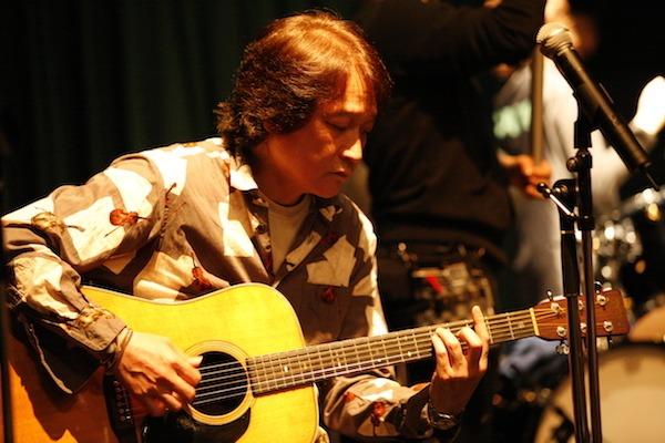 新作アルバムを制作中の小柴大造が、山寺宏一・サンドウィッチマンら参加の豪華新作MVを公開。