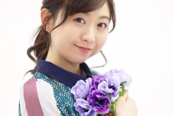 """小川真奈 """"うたのお姉さん""""を想起させない、感情的で透き通った歌声を聴かせるシンガーソングライター"""