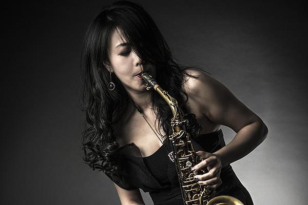 藤野美由紀 ━━ 歌うようなサックスと80'sファンキーミュージックで描くハリウッドの夢