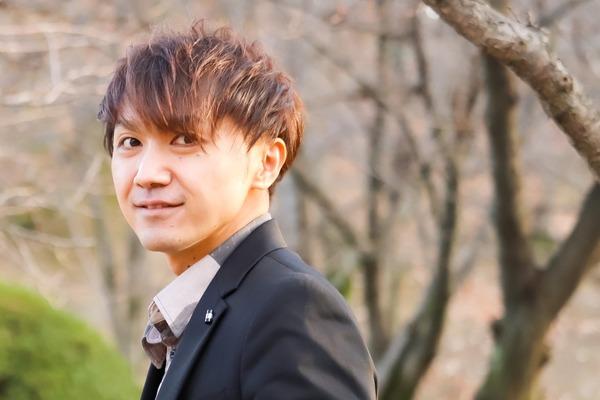 今崎拓也 普遍的なストーリーソングを歌い上げ、「人と人との繋がり」を生む