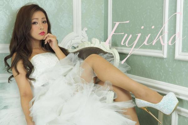"""Fujiko 本格的な歌唱力と豊かなサウンドで引き付ける""""New Pop Diva"""""""
