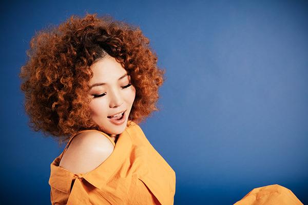 Hanah Spring ━━ 確かな歌声とメロディセンスに、極上のR&Bとジャズの息づかいを感じられる女性シンガー
