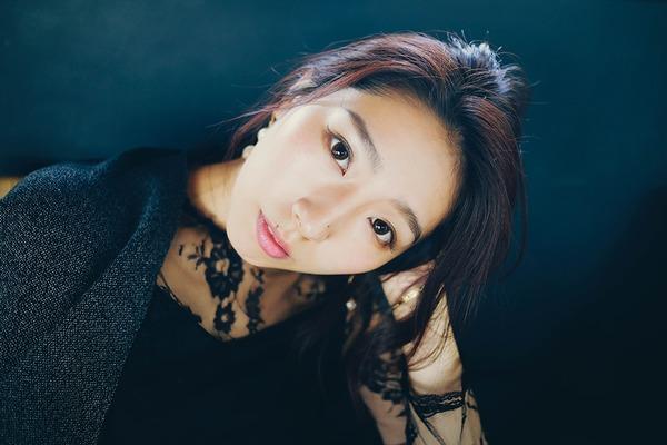貴愛――グローバルな感覚を湛えた歌声