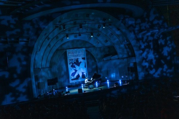 Sunday カミデのピアノ弾き語りワンマン『PIANO KISS!!! SPECIAL』