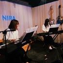 NIRA 「姉妹ピアノ連弾」のスタイルで豊かな情景を描く変拍子ジャズユニット
