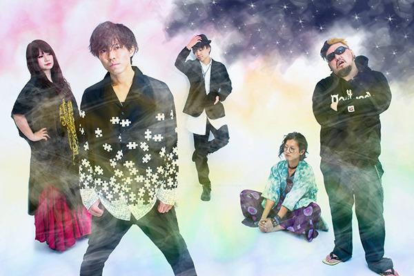 Feel Around ━━ きらびやかなサウンドで感情を彩るカメレオンロックバンド