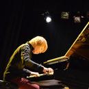 スミワタル ストリートからインターネット上まで、多彩な演奏で魅せる実力派ピアニスト